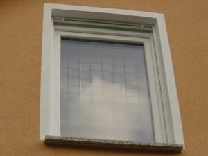 Sichtschutz an bad wc fenster und plissee in der k che - Sichtschutzfolie badfenster ...