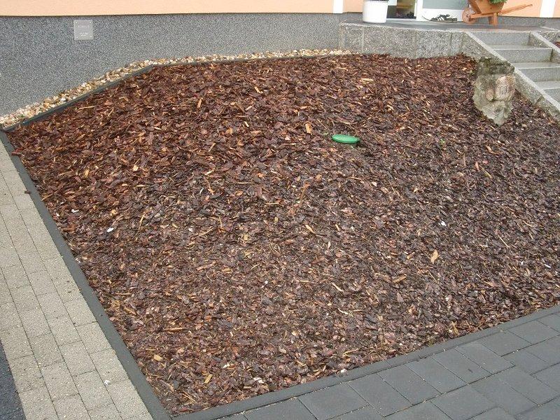 Rindenmulch Im Vorgarten Wörsty Seine Haus Seite