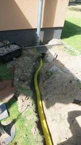 Drainagerohr zum Dachrinnenfallrohr